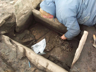 The excavation of an early Bronze Age cist burial at Fan Foel, Carmarthenshire, in June 2004. ©Dyfed Archaeological Trust